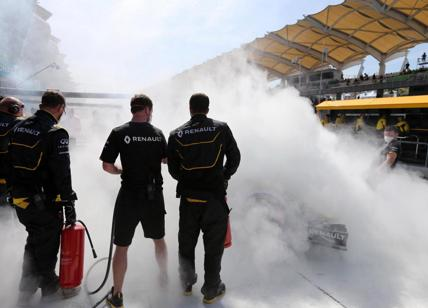 F1, Magnussen Renault in fiamme. Paura in Malesia, fuoco choc. E Kevin
