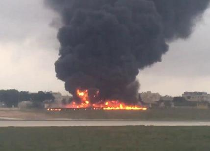 Aereo si schianta al decollo a Malta: 5 morti, sono tutti francesi