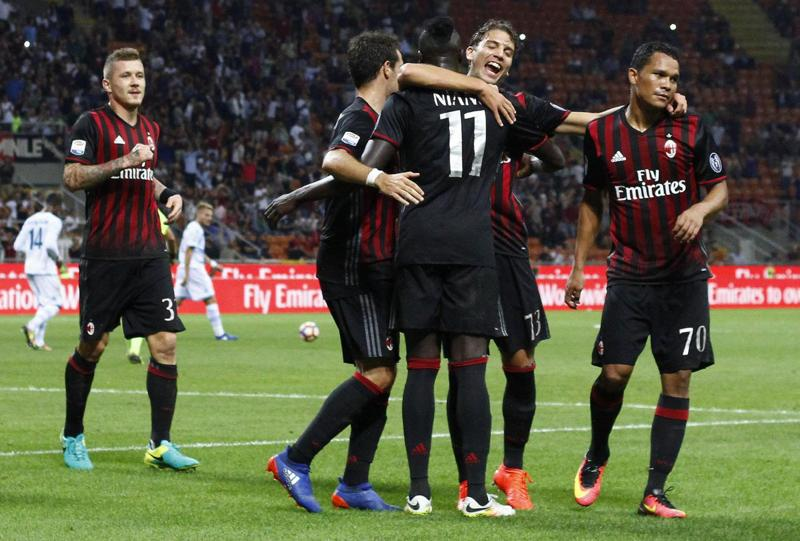 Paris Saint Germain torna sull'attaccante del Milan Carlos Bacca