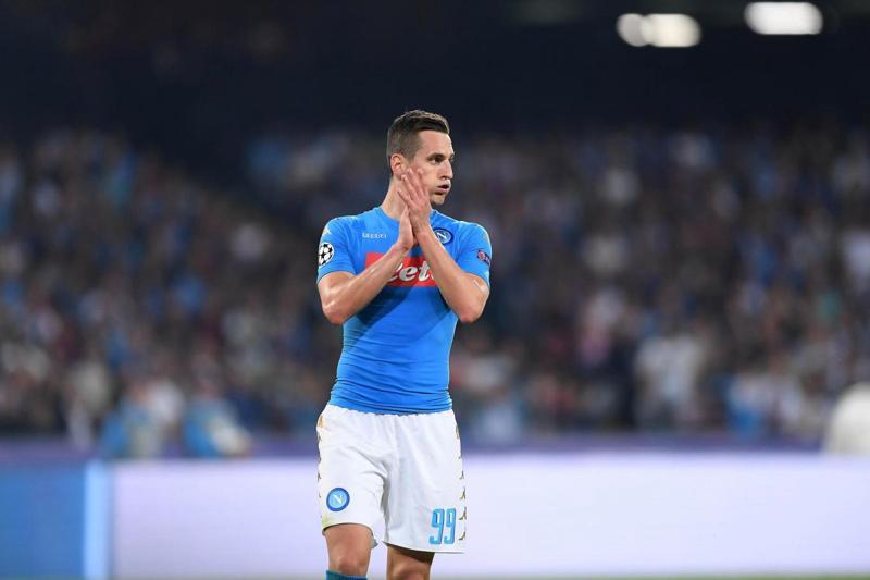 Milik, peggio del previsto il ginocchio: lungo stop per l'attaccante del Napoli