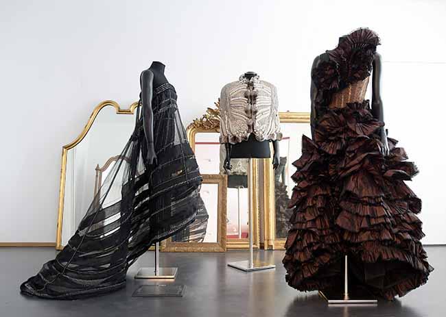 La moda di Ferrè e le foto di Comte a Parma Doppia esposizione in omaggio a Maria Luigia d'Asburgo