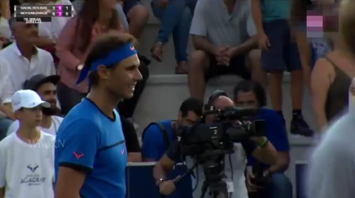 Nadal interrompe il match con McEnroe: mamma disperata non trova la figlia Clara. Video