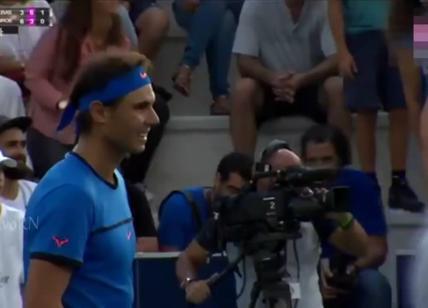 Madre perde bimba tra la folla allo stadio, Nadal ferma il match