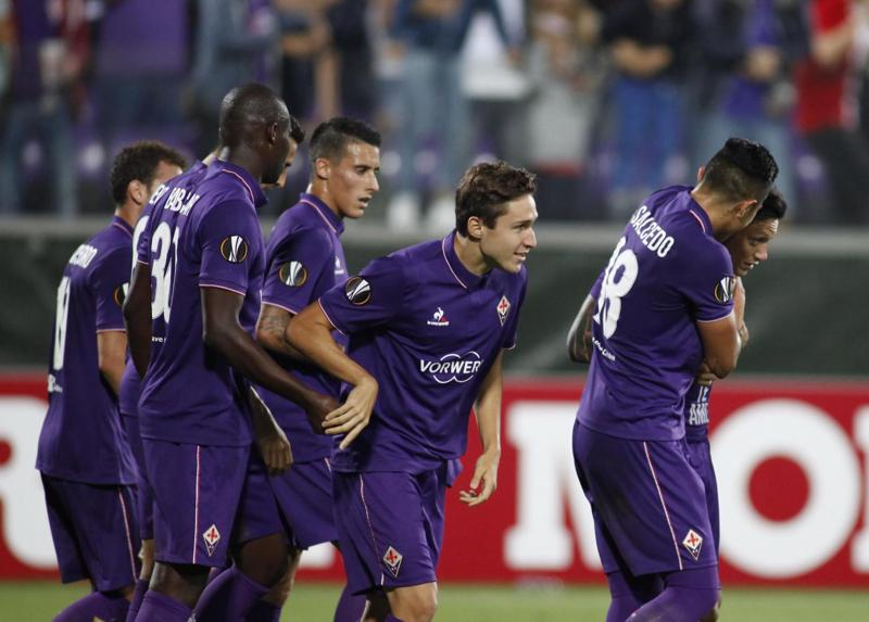 """Zarate allla moglie Natalia (""""Nat te amo"""") operata di tumore al seno. Fiorentina-Qarabag, commovente dedica in Europa League"""