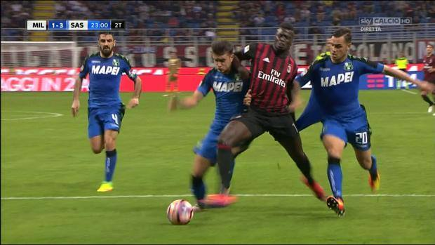 Milan-Sassuolo, arbitro Guida sotto accusa per rigori dati (Niang) e non dati (Politano). Di Francesco arrabbiato