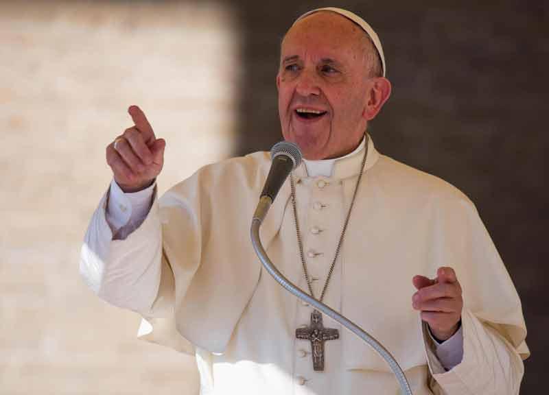 Terremoto, Papa Francesco va in vistita a sorpresa ad Amatrice. Prima nella scuola con i bimbi poi nella zona rossa