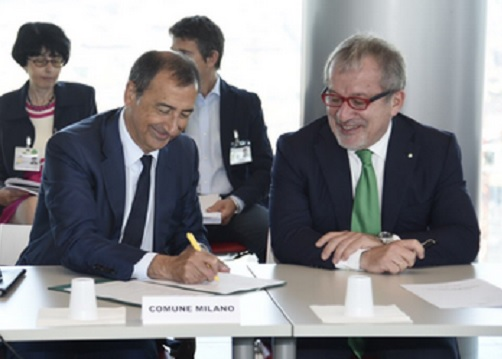 Il Governatore lombardo, Roberto Maroni, contro il Governo e il sindaco di Milano