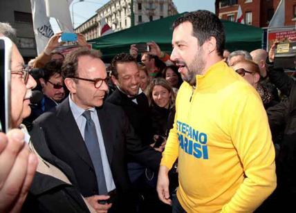 E' scontro social tra Salvini
