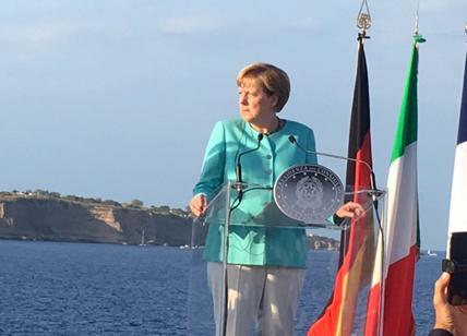 Sì della Ue alla manovra. Imu sui ricchi, stop di Padoan