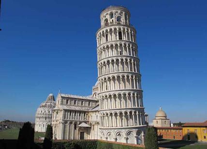 Incidente in centro a Pisa, trenino turistico si ribalta
