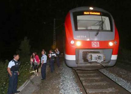 Svizzera, terrore sul treno: accoltella passeggeri e dà fuoco a un vagone