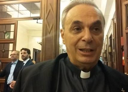 Giornalista fermato dalla polizia per avere tentato di intervistare il ministro Giannini