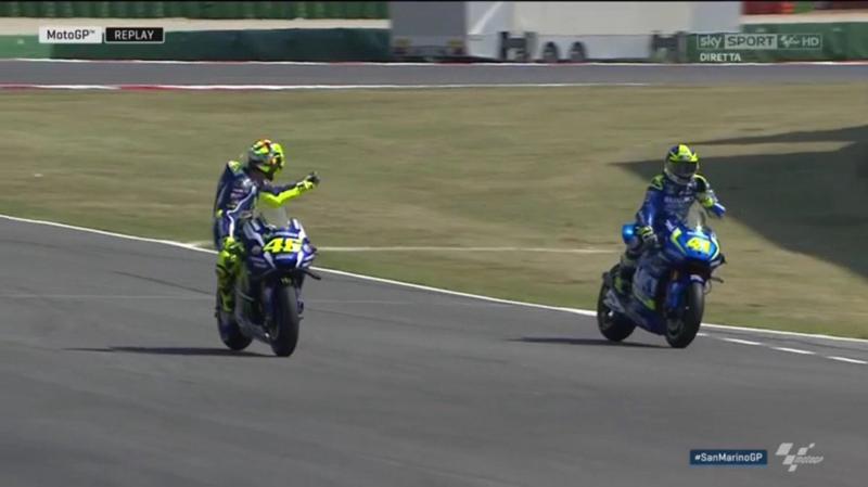 Valentino Rossi contro A. Espargaro: lite, vaffa e dito medio nelle prove libere del Gp di Misano