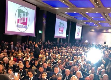 Berlusconi: Pd guarda giovani, noi Paese