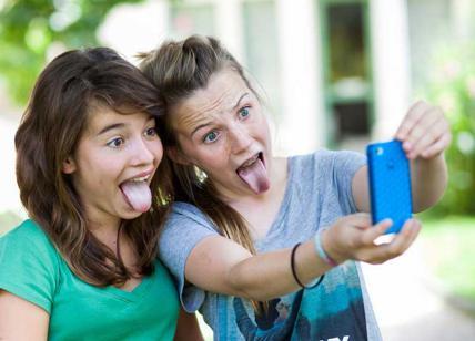 Si scatta un selfie con l'amica e poi la uccide