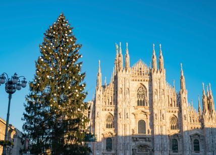 Natale: Sky 'accende' l'Albero in piazza Duomo a Milano