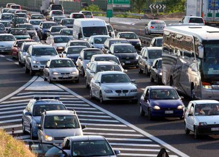 Cisterna si ribalta sulla Tangenziale Nord Milano, traffico in tilt