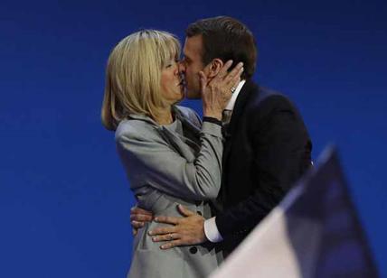 Brigitte Macron avrà un ruolo formale accanto al marito
