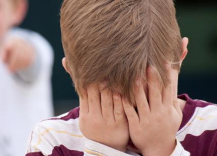 Bullismo, 17enne umiliato a scuola: maglietta per pulire la lavagna