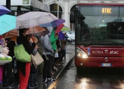 Maltempo a Roma, piogge e allagamenti: ferita una donna