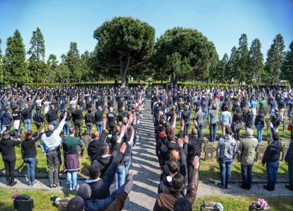 Polizia denuncia sacerdote per saluto romano a Cimitero di Milano