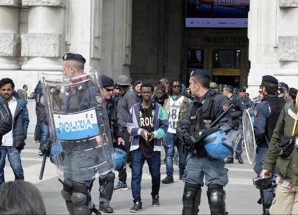 Stazione Centrale, maxi blitz della polizia per controllo migranti