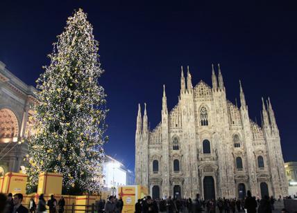 Albero Di Natale Milano.Lavori In Duomo Arriva Il Maxi Albero Di Natale Con 35mila Luci