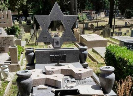 Devastate 70 tombe: i vandali hanno 15 anni
