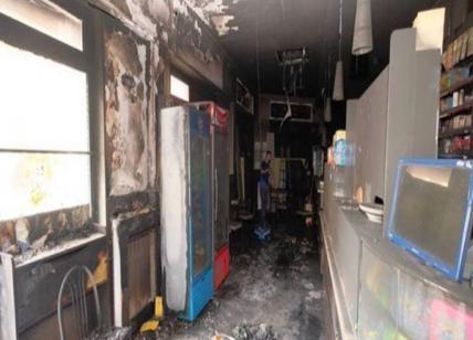 Allontanato perché non paga il conto, marocchino incendia il bar