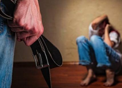 Amore violento, botte e maltrattamenti su 3 donne: una finisce in ospedale