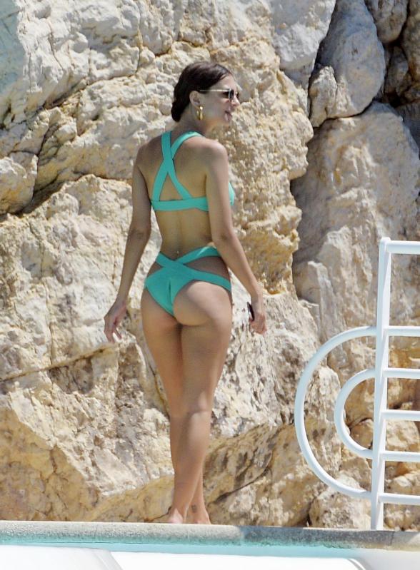Monica Bellucci A Cannes Che Bacio Bella Hadid Tradita Dallo Spacco Foto Foto 6 Affaritaliani It