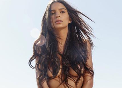 Emily Ratajkowski nuda sembra la venere di Botticelli