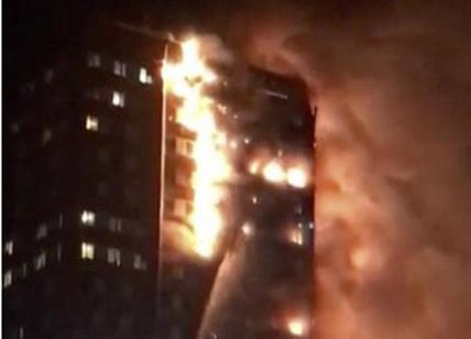 Londra: in fiamme la Grenfell Tower. 30 feriti, persone intrappolate