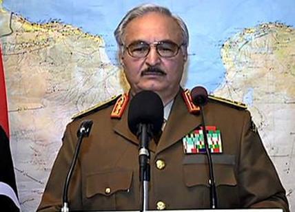 Libia, Haftar attacca ancora l'aeroporto di Tripoli: un morto ...