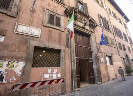 Roma, cade tegola da liceo: ferita 17enne