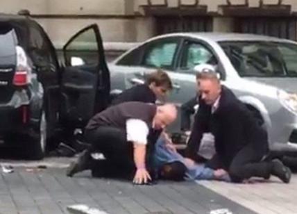 Londra auto travolge persone fuori dal Museo della Storia Naturale feriti