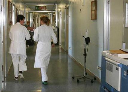 Infermiere-ladro all'ospedale di Cuorgné: taglia l'anello dal dito di un'anziana in coma