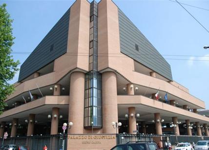 Allarme bomba al tribunale, artificieri in zona: pubblico allontanato
