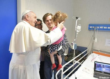 Papa Francesco a sorpresa al bambin gesù di palidoro