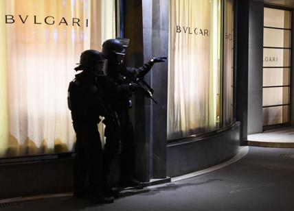 Parigi, belga si costituisce alla polizia di Anversa.