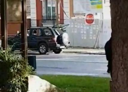 Auto contro la folla davanti a una moschea di Parigi, nessun ferito