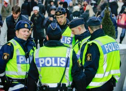 """Stazione Centrale Malmö, """"italiano"""" urla: """"Ho una bomba"""" e lancia borsa. Ferito e fermato da polizia"""