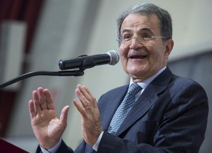 """Prodi apre al """"nemico"""" Berlusconi al governo: """"La vecchiaia porta saggezza"""""""