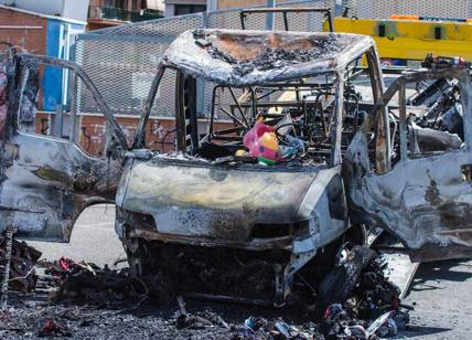 Roma incendio camper news indagini: due indagati per omicidio plurimo