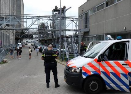 Van pieno di bombole a gas a Rotterdam, arrestato l'autista
