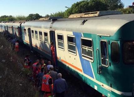 Salento, scontro tra due treni vicino a Galugnano: dieci persone rimaste ferite