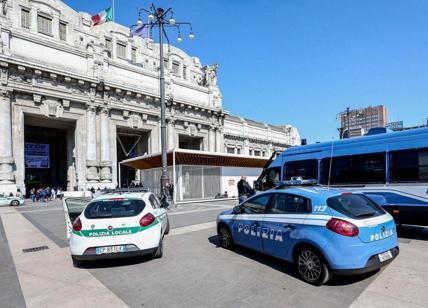 Migrante con coltello bloccato davanti a stazione Centrale Milano