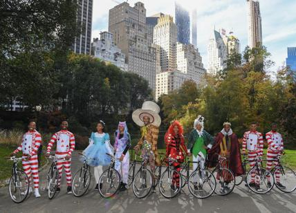Pirelli in bici con Alice in Central Park per il Calendario 2018