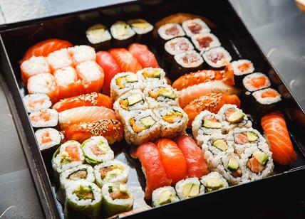 Mangia sushi e salmone tutti i giorni: ecco cosi gli trovano nell'intestino