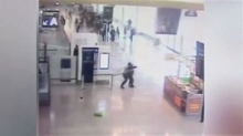 Francia, diffuso il video dell'aggressione all'aeroporto di Orly